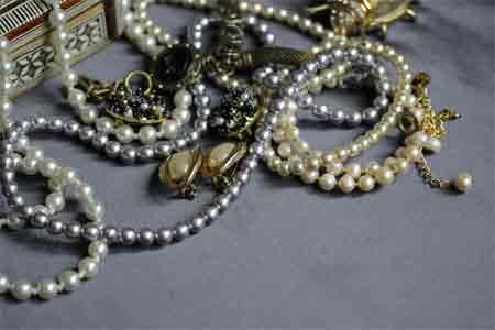 Collecting Art Deco Jewellery Pave Diamonds and Semi-Precious Materials