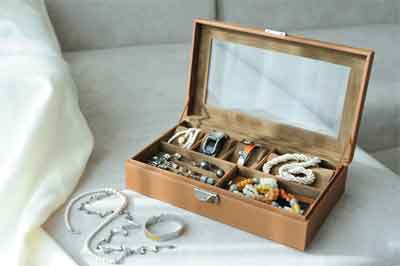 What Not To Do When Packing Jewelry for Moving